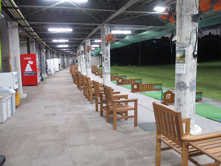 内観 OGC大里ゴルフセンターは沖縄県南部にあるゴルフ場から一番近いゴルフ練習場です